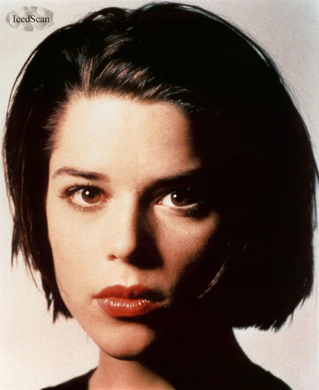 BabeStop - World's Largest Babe Site - neve_campbell150.jpg